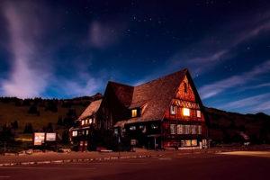 vandrarhem på natten