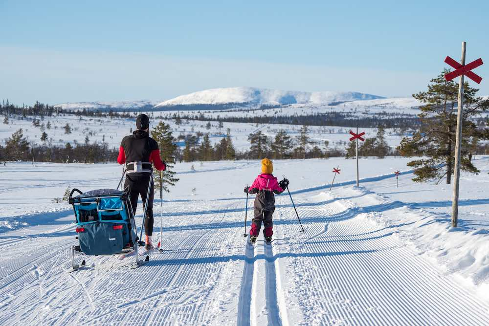 Familj på skidsemester i Lofsdalen